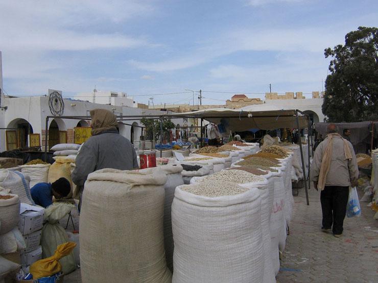Ein Blick über den Marktplatz in Douz