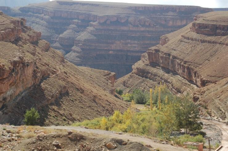 Weiter oben hat der sich der Fluss tief in die Berge eingeschnitten. Spätesten hier weiß man warum diese Schlucht zu den schönsten der Erde gezählt wird.