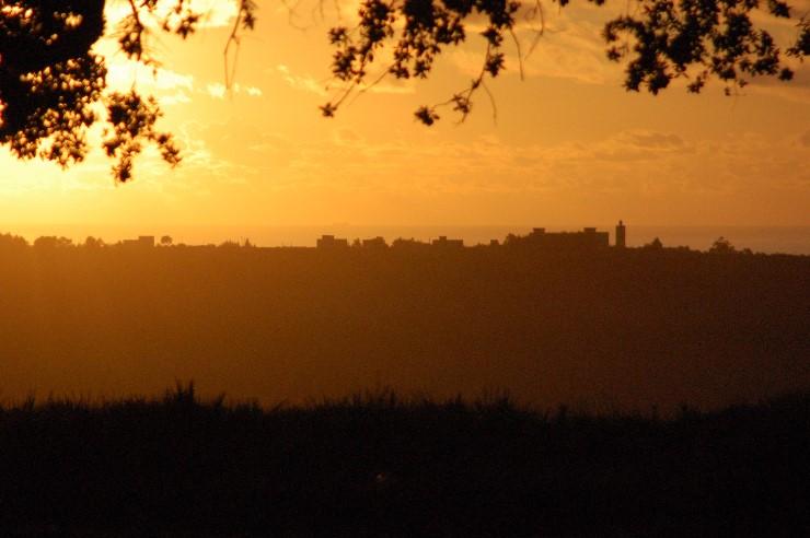 Der Sonnenuntergang bei Asillah lässt und auf besseres Wetter hoffen- vergebens, es wird auch noch regnen wenn wir in Tanger auf die Fähre fahren.