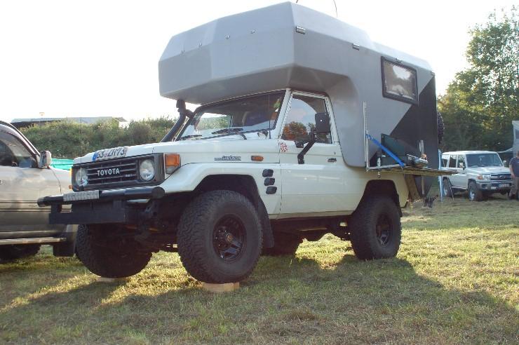 Ein HZJ73 mit passender Wohnkabine.