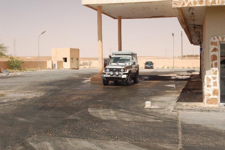 Die Tankstellen sehen etwas ungewohnt aus, aber der Dieselpreis von 8ct/l entschädigt für alles.