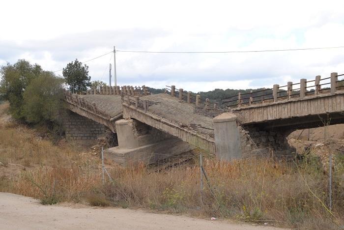 Diese Zerstörte Brücke ging bei den Bildern von den sinnflutartigen Regenfällen um die Welt- allerdings war sie schon vor dem Regen eingestürzt